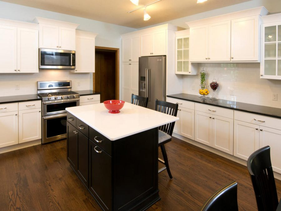 white glossy kitchen blackspash tile
