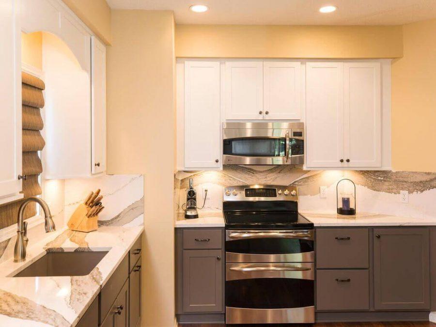 two-tone-kitchen-qaurtz-countertops-and-backsplsah